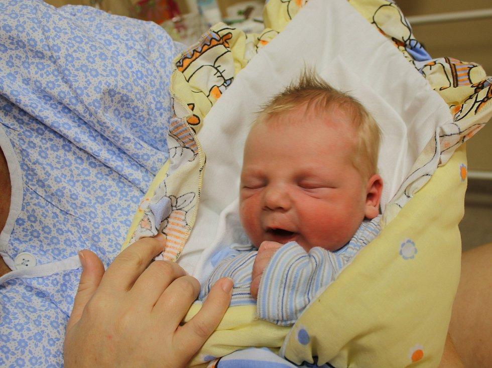 Tomáš Machačný se narodil Jitce Machačné z Ústí nad Labem 22. října ve 16.17 hod. v ústecké porodnici. Měřil 50 cm a vážil 3,84 kg.