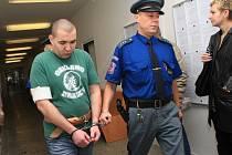 Ferdinand Müller stojí před soudem kvůli vraždě ženy.