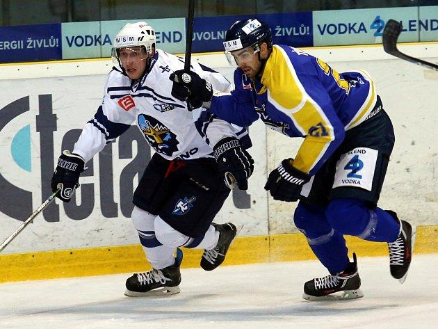 Hokejisté Slovanu (modro-žlutí) doma prohráli s favorizovaným Kladnem.