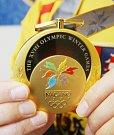 Ústecký hokejista Jan Čaloun je nyní obklopen samým zlatem. Celý národ si totiž připomíná patnácté výročí od památného vítězství na olympiádě v Naganu a elitní kanonýr byl u toho.