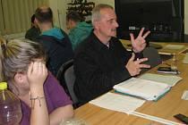 Lektor znakové řeči Milan Holub v nové klubovně.