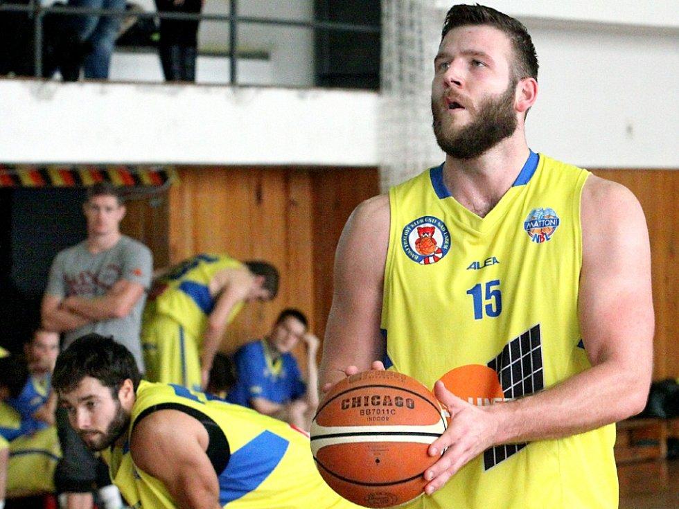 Basketbalisté Slunety USK Ústí doma přetlačili soupeře z Benešova po boji 68:65.