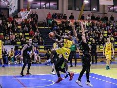 Ústečtí basketbalisté (ve žlutém) udolali Brno o dva body.