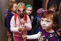 Do Muzea civilní obrany se vydali i ti nejmenší celá třída Krtečků z Mateřské školky Zvoneček na Bukově.