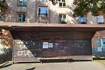 Zarostlé chodníky, posprejované stěny, oprýskané omítky, trosky domů a další ostudy. Největší je pokálený a zašlý Masaryk.