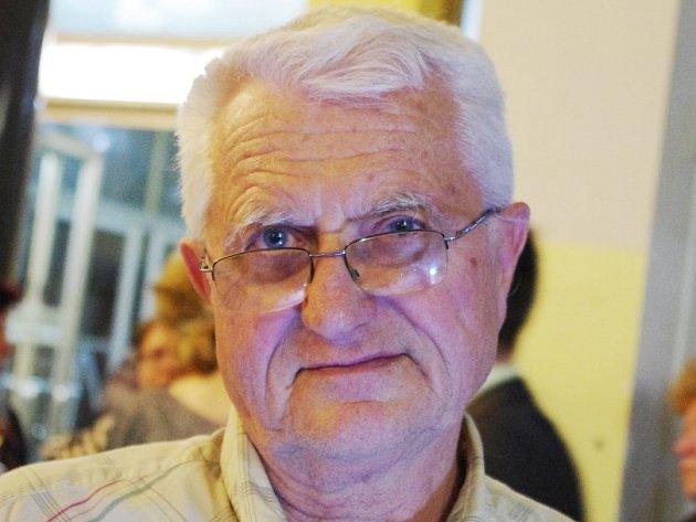 František Nebeský 69let, důchodce Rád si přečtu ekonomické věci zejména odůchodové reformě. Zajímají mě také příběhy Ústečanů.