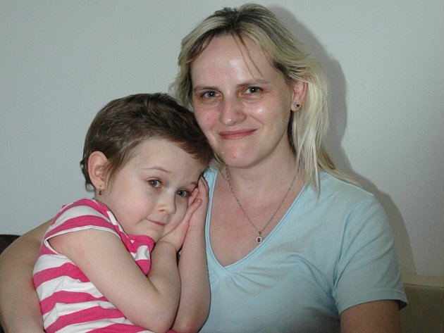 Alenka Táborská stále bojuje s leukémií. Její matka Monika Hanauerová svolila, že bude tváří Dobrého anděla.