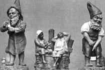 Malý segment z figurálních produktů porcelánky Ferdinanda Maresche.