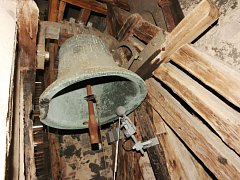 Zvon v kostele Nanebevzetí Panny Marie.