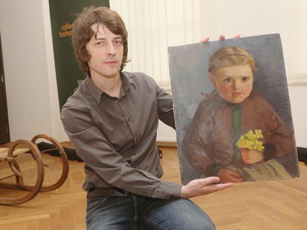 Příprava výstavy ústeckého muzea Odneseno – domov ve věcech.