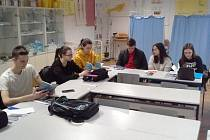 Studenti ze Srbska procvičují český jazyk