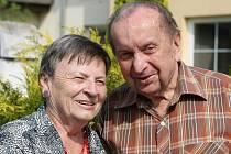 Senioři Marie Dobešová a František Mrázek touží po výletu v kočáře. Lidé jim jej mohou pomoci splnit díky sbírce Plníme přání seniorům, která je otevřená do 30. června.