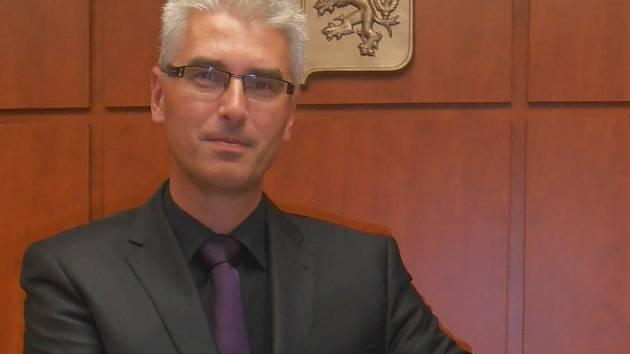 Soudce Jiří Bednář.