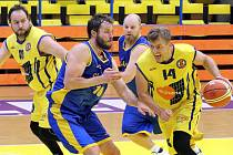 Basketbalisté Slunety B (žlutí) oplatili rezervě Litoměřic podzimní porážku a drží v tabulce Severočeské ligy 5. místo těsně před soupeřem.