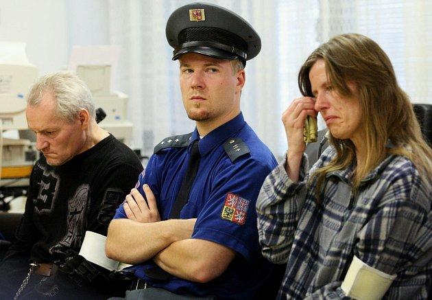 Antonie Stašková byla odsouzena k čtyřiadvaceti letům vězení, její přítel Pavel Grepl pak k dvaceti.