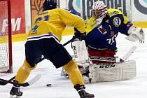 Hokejisté Ústí (žlutí) doma prohráli s Přerovem 2:3.