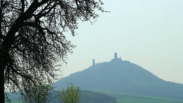 Keltská vesnice existovala až do přelomu věků i pod majestátním Majákem Poohří – Hazmburkem.