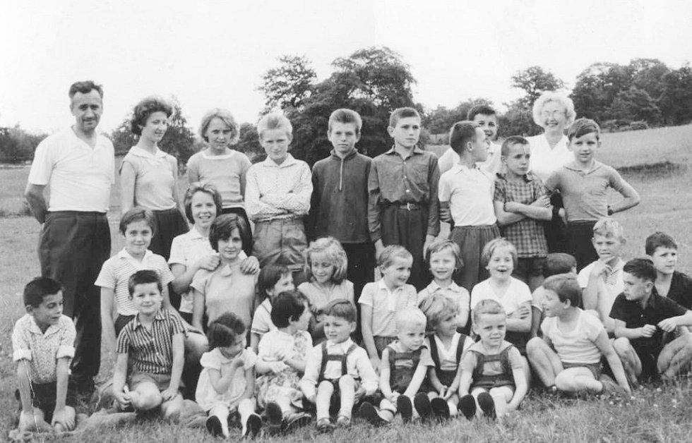 Dětský den v Hostovicích na Ústecku v roce 1963.