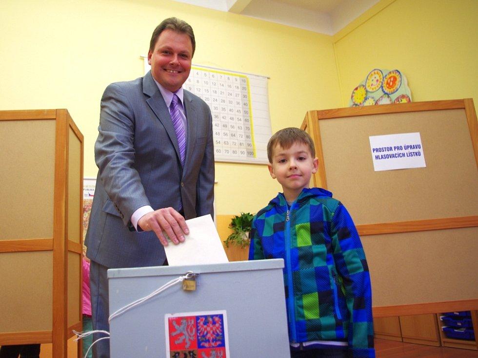 Lídr ODS Radim Holeček se synem.