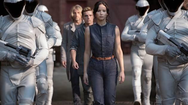 Sci-fi drama vychází ze stejnojmenného knižního bestselleru spisovatelky Suzanne Collinsové.