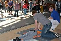 Jak zvládnou resuscitaci, si vyzkoušeli studenti gymnázia.