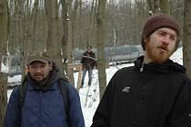 Se životem v přírodě jsou muži spokojeni,v chladu je zahřeje teplo z parovodu. Několikrát za týden se na ně přijdou podívat strážníci.