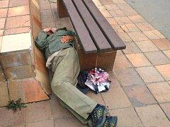 Kontroly odhalili bezdomovce, spící na veřejném prostranství.