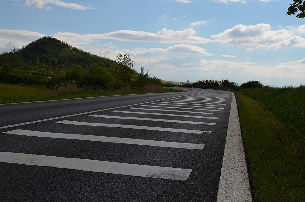 Třináct zraněných za dva roky. Zatáčka na silnici I/15 mezi Libčevsí a Želkovicemi patří mezi nejnebezpečnější místa na komunikacích v Ústeckém kraji.