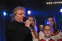 Václav Neckář zazpíval v Ústí s The Boom.