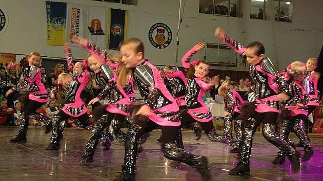 Tanečníci se utkali v disco tanci.