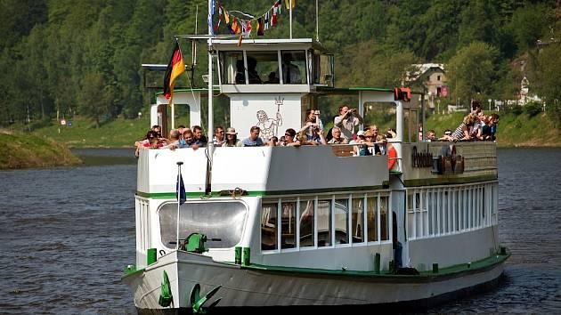Při zahájení sezony v Českém Švýcarsku bude mezi Děčínem a Hřenskem zájemce přepravovat loď Poseidon.