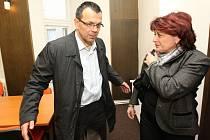Lídr kandidátky ČSSD Jaroslav Foldyna a místopředsedkyně sociální demokracie Jana Vaňhová po jednání zástupců ČSSD a KSČM.