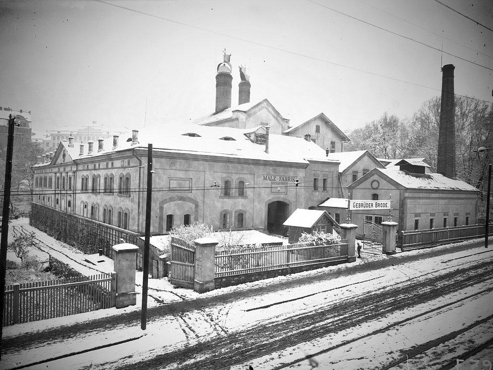 Historické foto sladovny v dnešní Masarykově ulici, přelom 19, a 20. století.