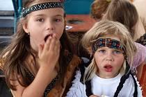 Kapitán lodi se nestačil divit, devatenáct dětí si užilo karnevalovou plavbu po Labi.