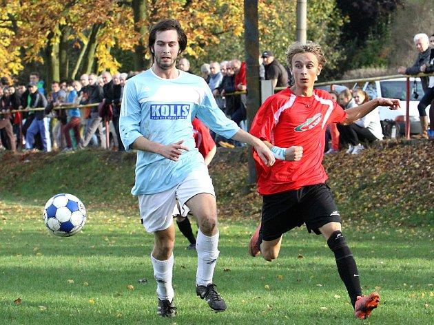 Fotbalisté Tisé (vlevo Burian) zakončili podzim na 2. příčce a na jaře chtějí zabojovat o postup.