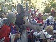 Hokejový Fantomas Vasil Simkovič při MS v roce 2011.