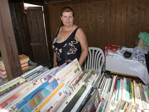 Na koupališti si lidé mohou zdarma půjčit knihu.