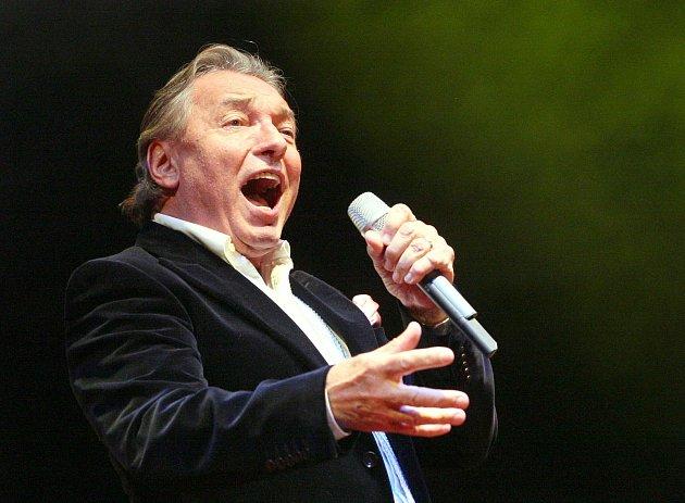 Koncert k70. narozeninám Karla Gotta na zimním stadionu vÚstí nad Labem vroce 2009