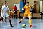 Arma Women Cup - mezinárodní fotbalový turnaj žen v Ústí n/L. Utkání Dukla Praha (žluté) - Sparta Praha B (bílé).