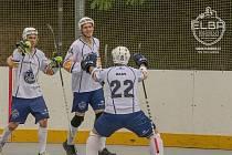 Hokejbalisté Elba Ústí slaví gól. Jiří Tomáš, Martin Stupka a David Haas. Hokejbalisté Elba Ústí ilustrační