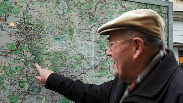 Nově instalovaná mapa před ústeckým nádražím je z roku 1994 a má staré údaje.