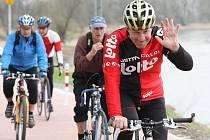 Labská stezka nabízí bezpečný způsob cestování cyklistům, bruslařům i vozíčkářům. Otevřen byl včera úsek z Valtířova do Přerova, který měří 5,8 kilometru.
