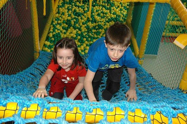 V prostorách bývalého obchodního centra Horizont na Severní Terase vyrostla továrna na hraní. Dětem nabízí 1100 metrů čtverečních hrací plochy.