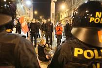 Policejní manévry spojené s pochodem radikálů pamatují Ústečané z roku 2009.