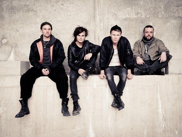 Finští The Rasmus dnes, jejich zpěvák a šéf Lauri Ylönen je druhý zleva.