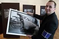 Výstavu snímků vraků letadel Vladimír Cettl fotil ve třech zemích.