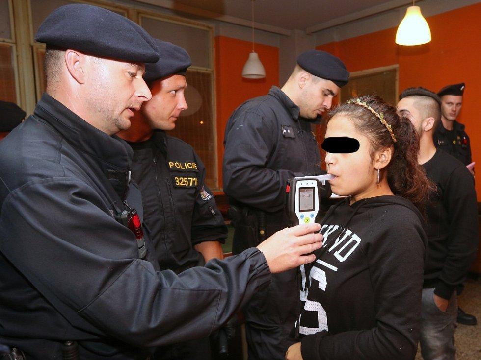 Páteční akce zaměřená na kontrolu podávání alkoholu osobám mladším osmnácti let.
