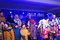 Neštěmické děti zpívaly s Josefem Melenem, podpořily svého kamaráda