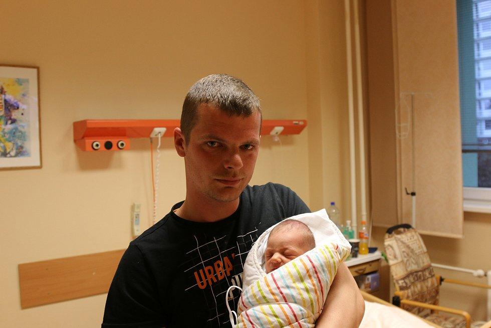 Milan Malát se narodil Kateřině Šimonové z Děčína 24. března ve 12.54 hod. Měřil 47 cm, vážil 2,75 kg