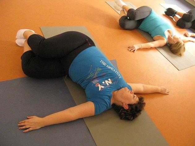 Dana Marešová při cvičení pilates ve Svaté Kateřině.